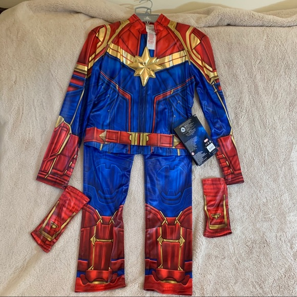 Disney Costumes Disney Store Nwtscaptain Marvel Costume Poshmark The costume guide to all of captain marvel / carol danvers outfits, portrayed by brie larson, in captain marvel. poshmark